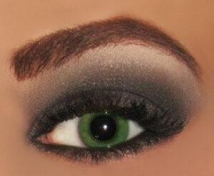 avalon groomed eyebrows